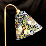 825521 Bergo lampskärm Lilian 26cm Strawberry Theif blå